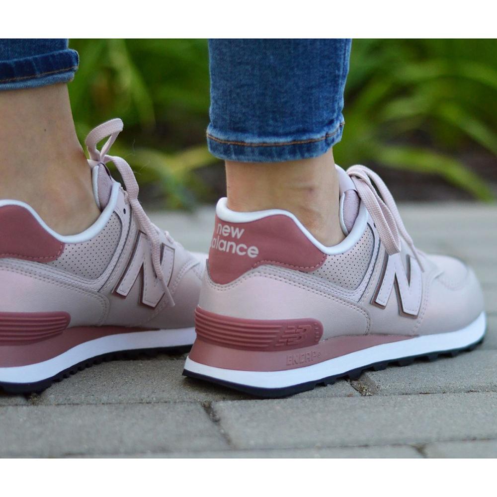Розовые кроссовки New Balance 574 с бордовыми вставками