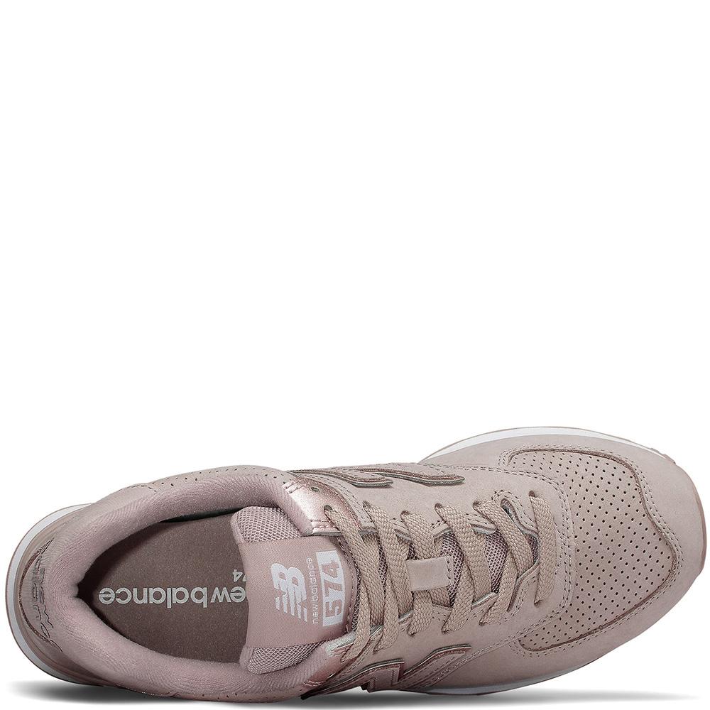 Розовые кроссовки New Balance 574 на белой подошве