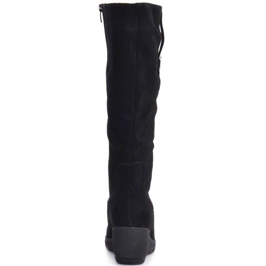 Сапоги Prego зимние черного цвета на танкетке и с кожаным вертикальным ремешком