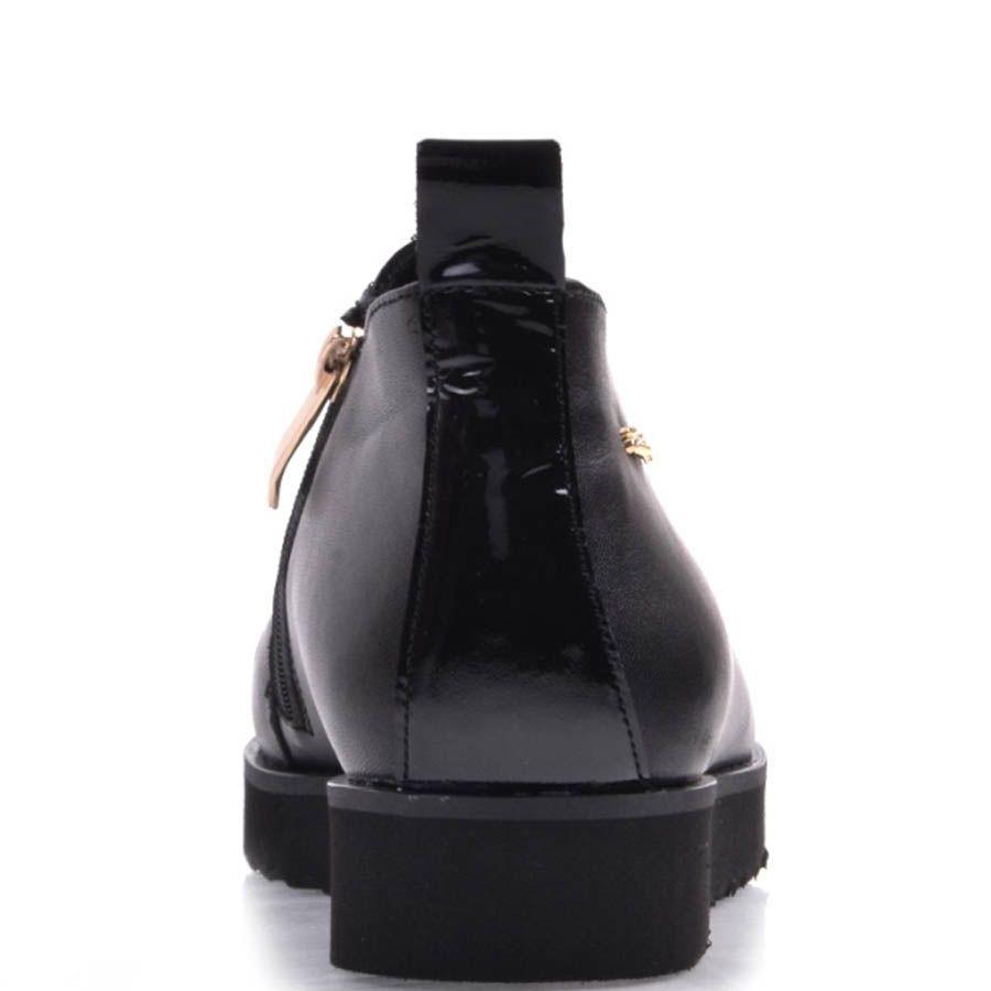 Ботинки Prego на низком ходу черного цвета кожаные с лаковой вставкой и золотистой молнией