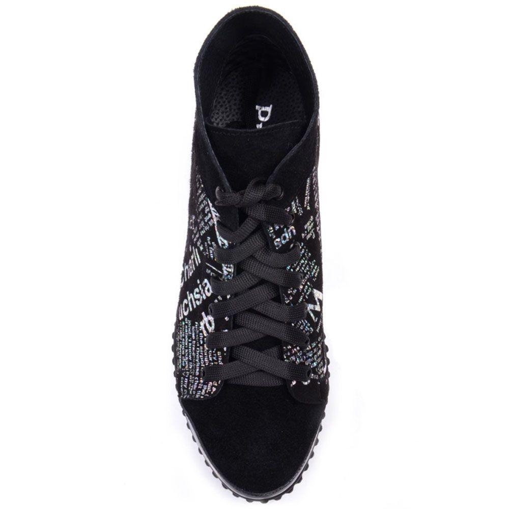 Кеды Prego из замши черного цвета с газетным принтом и лаковой вставкой на носке