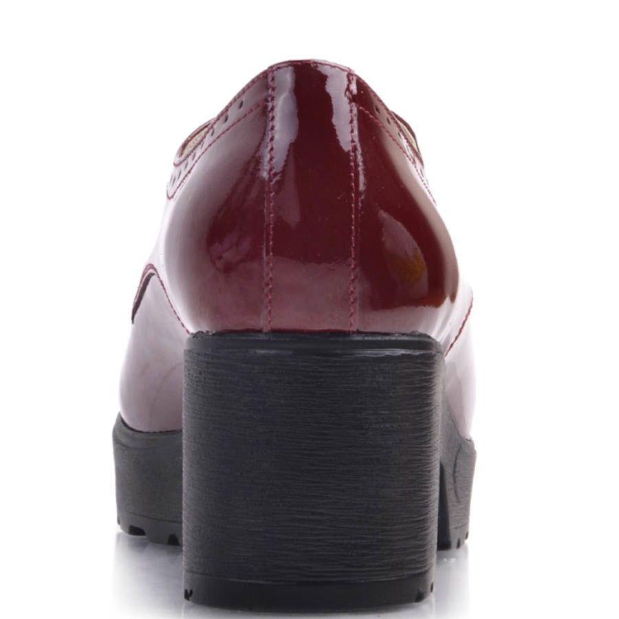 Ботинки Prego женские бордового цвета из лаковой кожи на широком каблуке