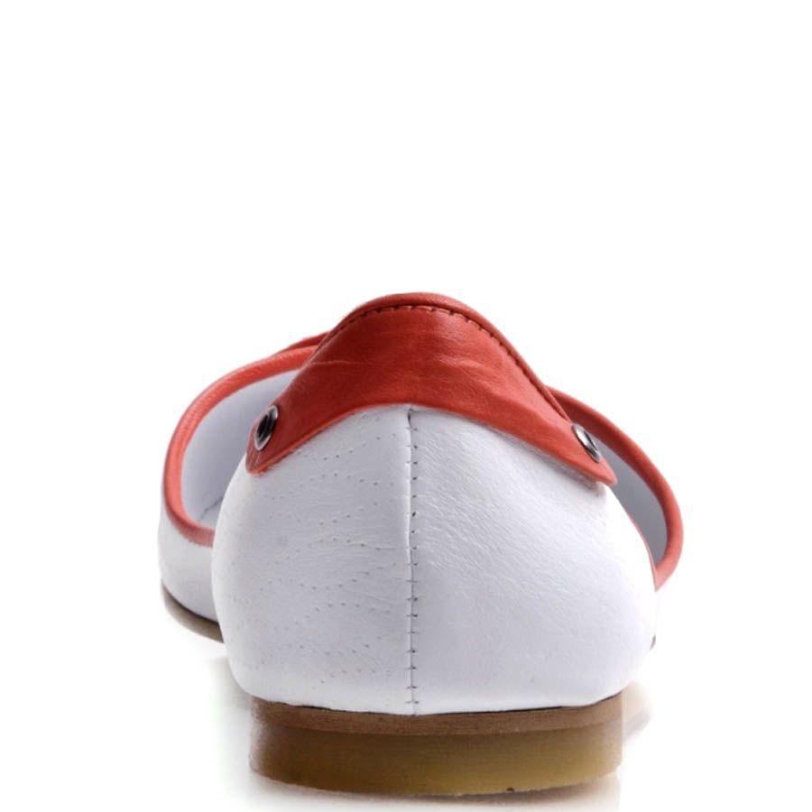 Балетки Prego белого цвета с красными вставками и декоративной шнуровкой