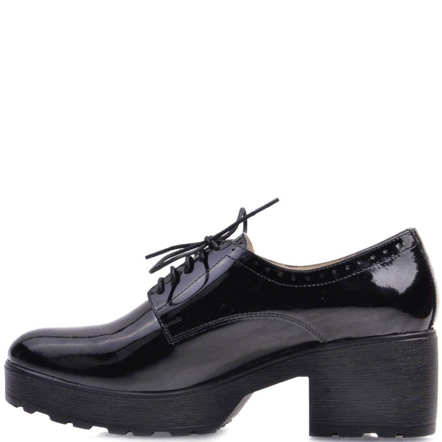 Туфли Prego лаковые черного цвета на толстом каблуке с перфорацией по краю