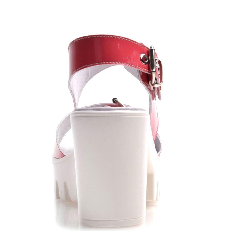 Босоножки Prego красного цвета с пряжками и с толстым каблуком