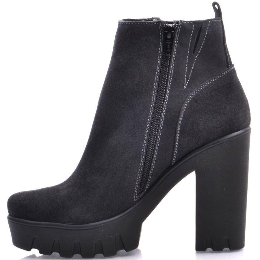 Ботильоны Prego замшевые черные на толстом каблуке с серебристой молнией и белыми строчками