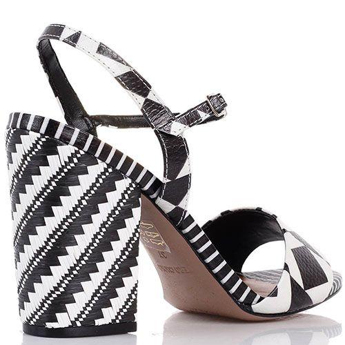 Кожаные босоножки Vicenza с абстрактным бело-коричневым принтом на каблуке с плетением, фото