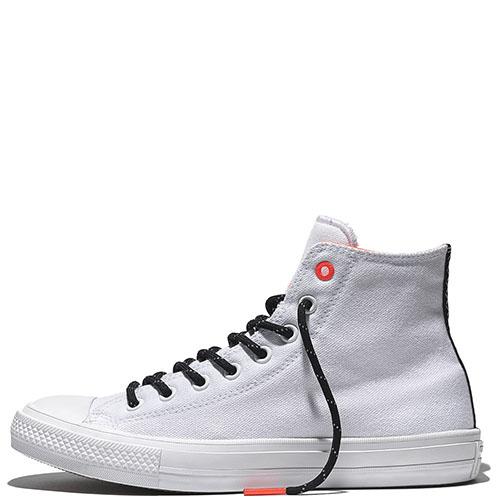 Белые высокие кеды Converse Chuck II с черной шнуровкой, фото