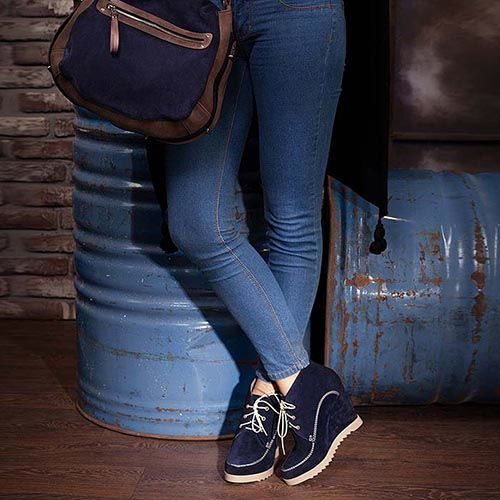 Сникерсы Modus Vivendi из замши темно-синего цвета на белой шнуровке, фото