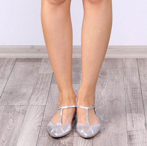 Босоножки Ovye с закрытым носочком и пяточкой серебристого цвета, фото