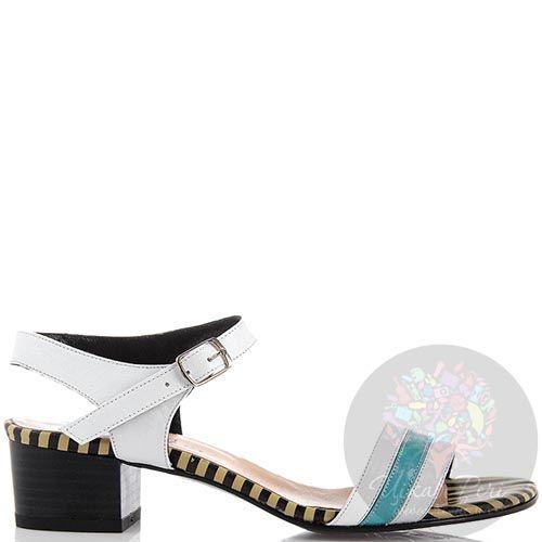 Кожаные босоножки Nuovi Artigiani белого цвета с бирюзовой полоской на носочке, фото