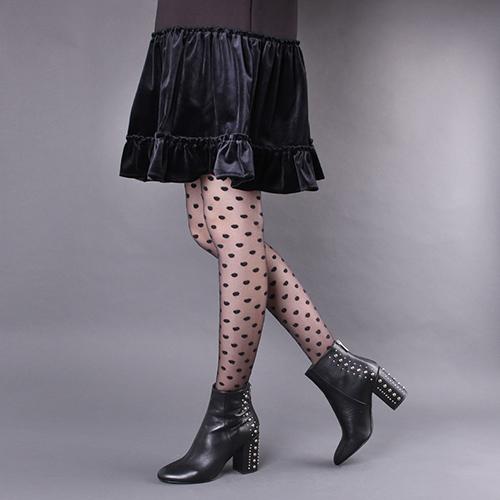Ботильоны Bianca Di из гладкой черной кожи с декором-заклепками, фото