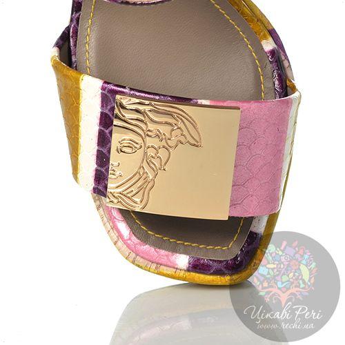 Босоножки Versace Collection на танкетке кожаные с чешуйчатой фактурой, фото