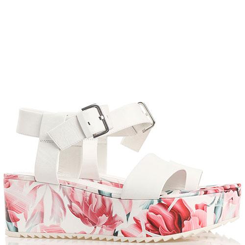 Белые босоножки Kennel & Schmenger с цветочным принтом на платформе, фото