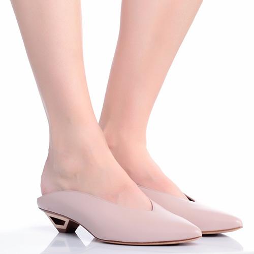 Бежевые мюли Vic Matie с острым носком, фото