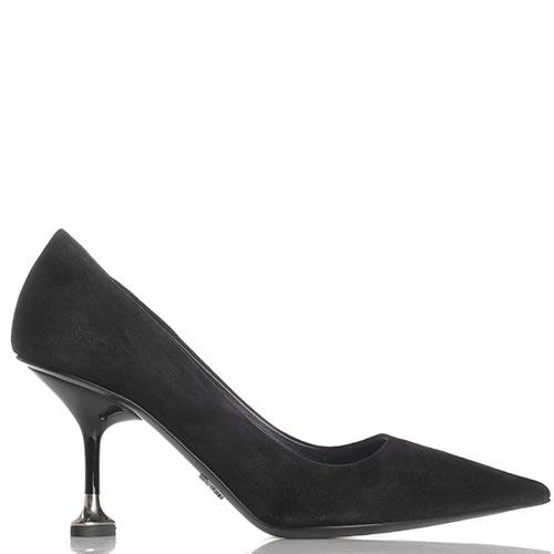Замшевые туфли Prada черного цвета с острым носком, фото