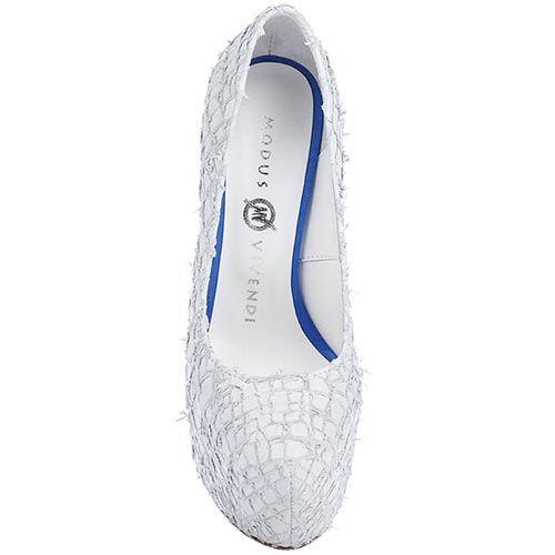 Туфли Modus Vivendi из фактурной кожи белого цвета на каблуке и скрытой платформе, фото