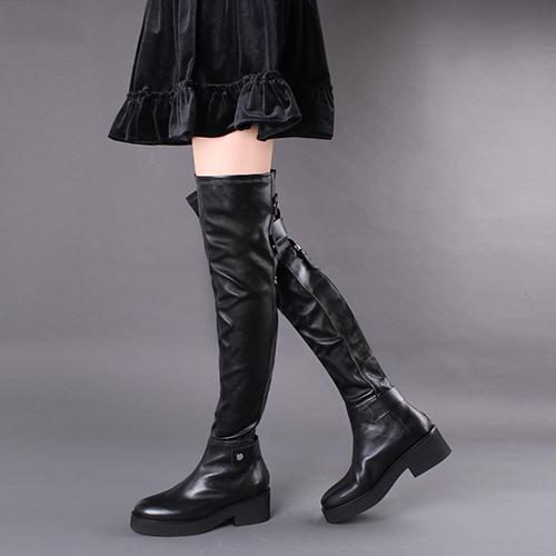 Черные ботфорты Vic Matie с декором-ремешками, фото