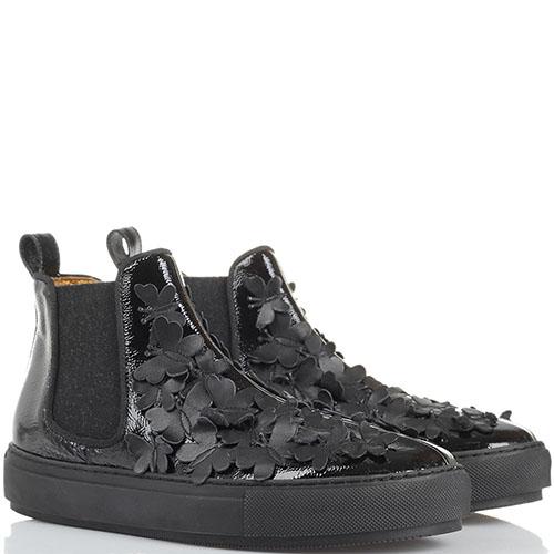 Ботинки Ras из лаковой кожи черного цвета с декором в виде мелких бабочек, фото