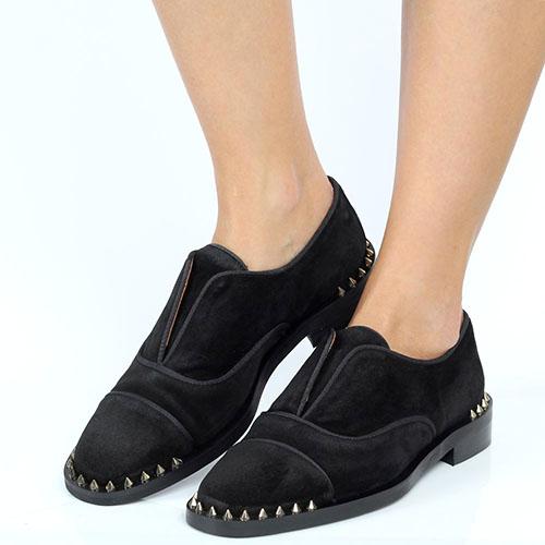 Замшевые туфли-дезерты Ras черного цвета с декором-шипами, фото