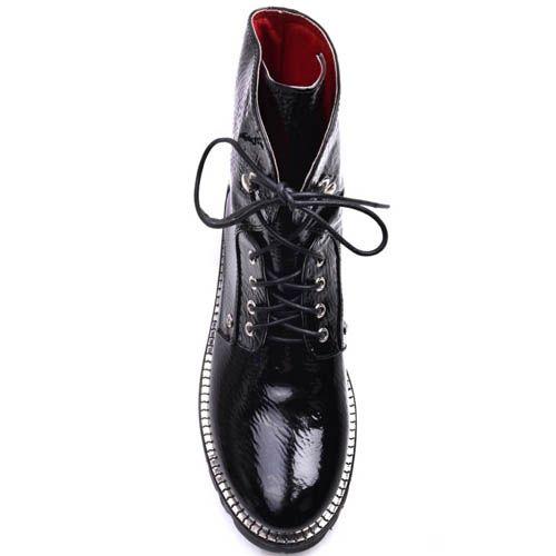 Ботинки Prego черного цвета лаковые с металлическим декором вдоль подошвы, фото