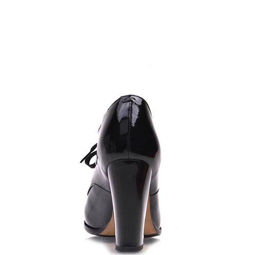 Ботильоны Prego из натуральной лаковой кожи черного цвета на шнуровке, фото