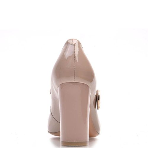 Туфли-лодочки Prego из натуральной лаковой кожи бежевого цвета с ремешком, фото