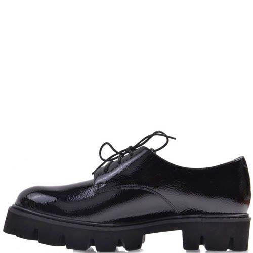 Ботинки Prego черного цвета кожаные лаковые с толстой рельефной подошвой и тонкими шнурками, фото