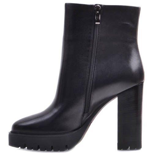 Ботильоны Prego черного цвета кожаные минималистичные с толстой рельефной подошвой и высоким каблуком, фото