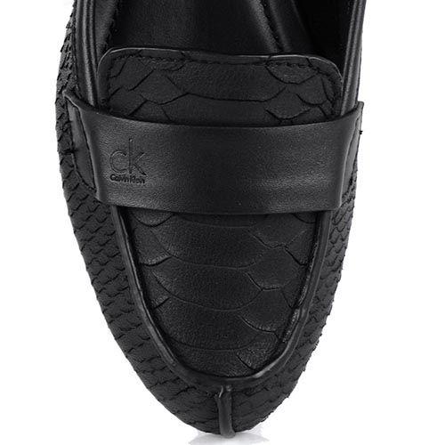 Женские мокасины Calvin Klein черного цвета с имитацией кожи питона, фото