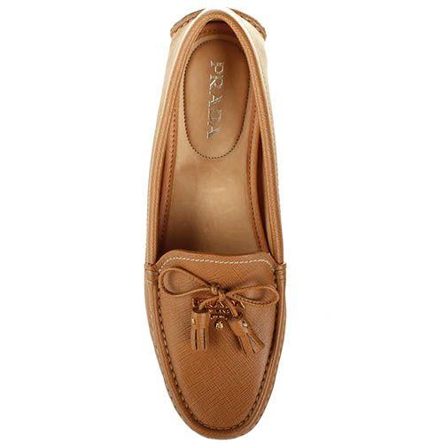 Женские мокасины Prada светло-коричневого цвета с декоративными кисточками, фото