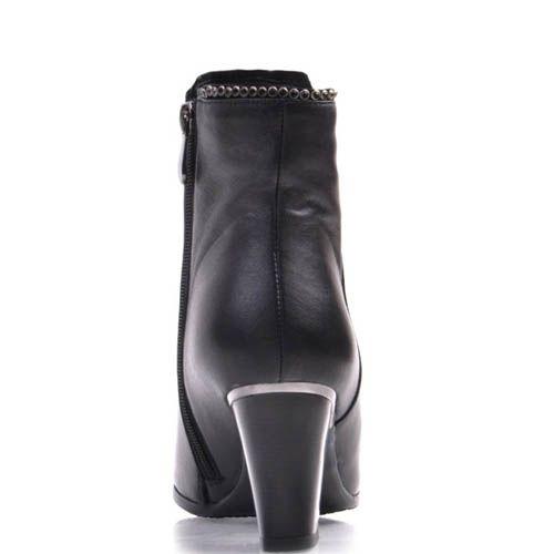 Ботильоны Prego классические черного цвета с металлическими круглыми заклепками по краю, фото