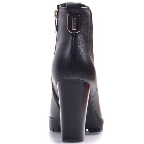 Ботильоны Prego черного цвета кожаные на широком каблуке с рельефной подошвой и резинок-вставкой в виде треугольника, фото