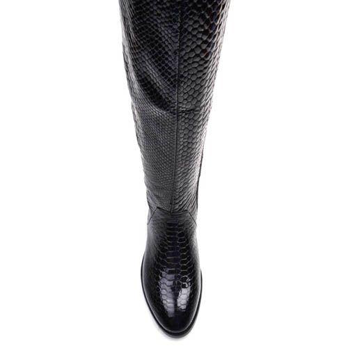 Сапоги Prego черного цвета лаковые на плоском ходу с тиснением под кожу змеи, фото