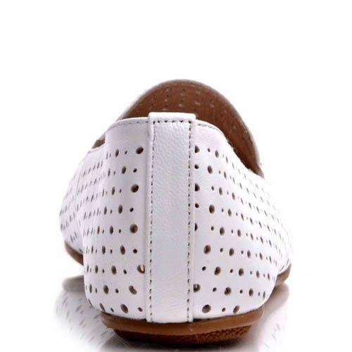Балетки Prego белого цвета с мелкой круглой перфорацией, фото