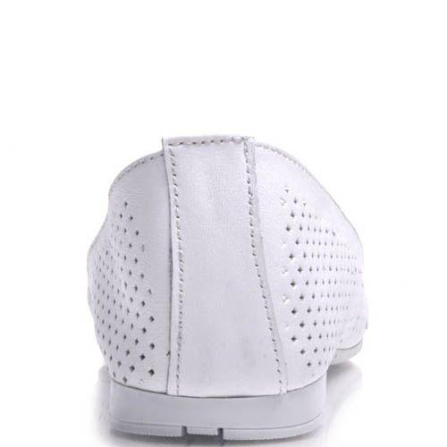Балетки Prego кожаные белые с перфорацией и лаковым бантиком, фото