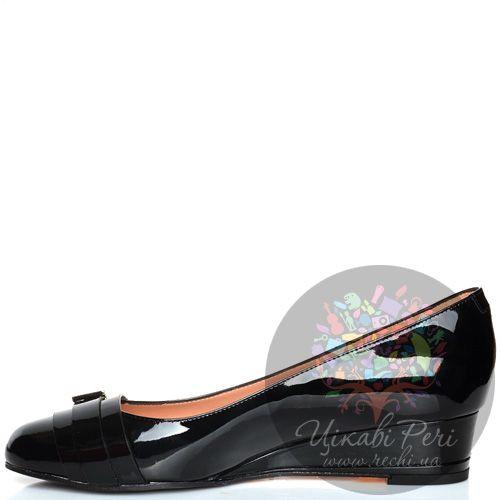 Туфли Giorgio Fabiani черные кожаные лаковые на невысокой танкетке , фото