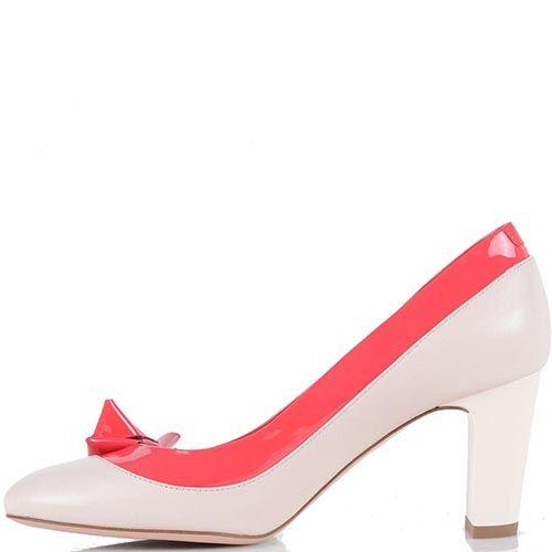 Туфли Giorgio Fabiani бежевого цвета с отделкой из лаковой кожи цвета фуксии, фото