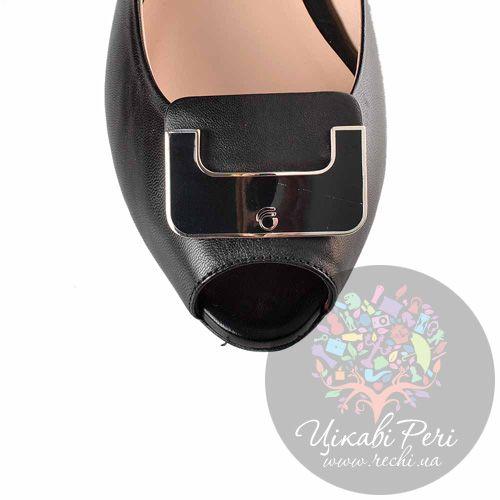 Туфли Giorgio Fabiani на низком каблуке кожаные черные со слегка открытым носком, фото