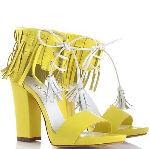 Босоножки lEstrosa из кожи желтого цвета с белыми кисточками, фото
