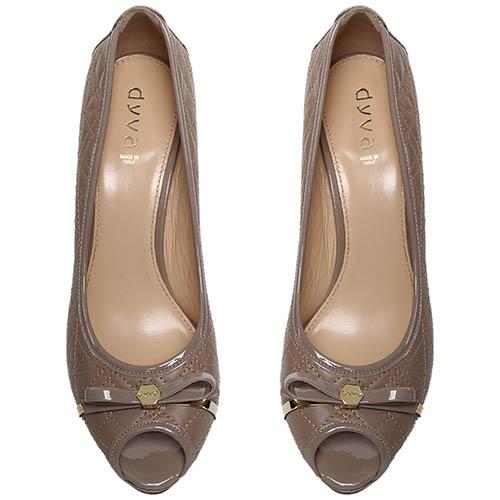 Туфли-лодочки из стеганой кожи бежевого цвета с открытым носочком Dyva, фото