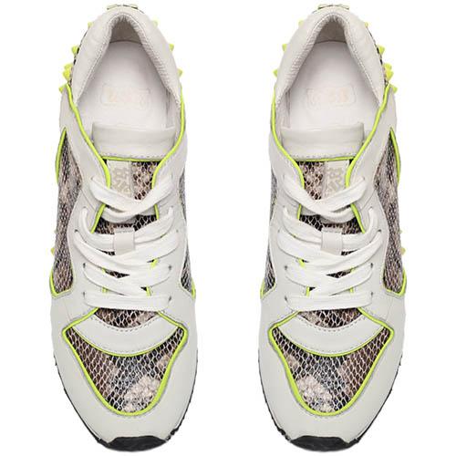 Кроссовки из кожи с фактурой питона белого цвета ASH с желтыми шипами, фото