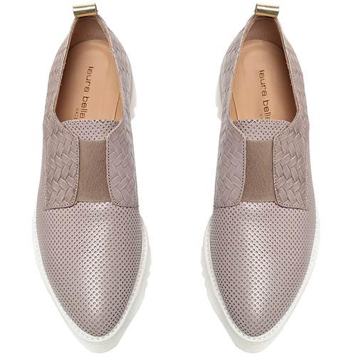 Кожаные туфли-броги бежевого цвета с перфорацией Laura Bellariva на толстой подошве, фото