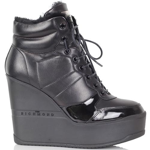Зимние ботинки Richmond черного цвета на высокой танкетке, фото