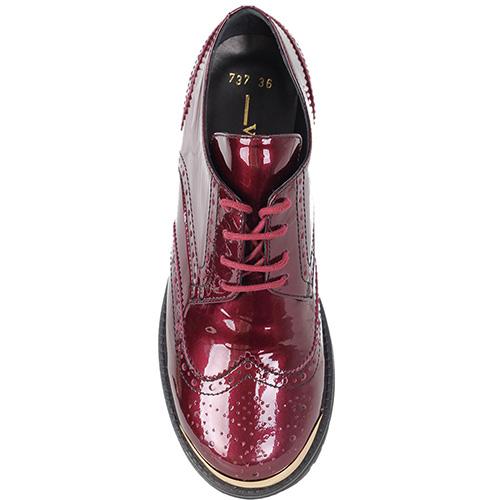 Броги Vicino из натуральной лаковой кожи бордового цвета, фото