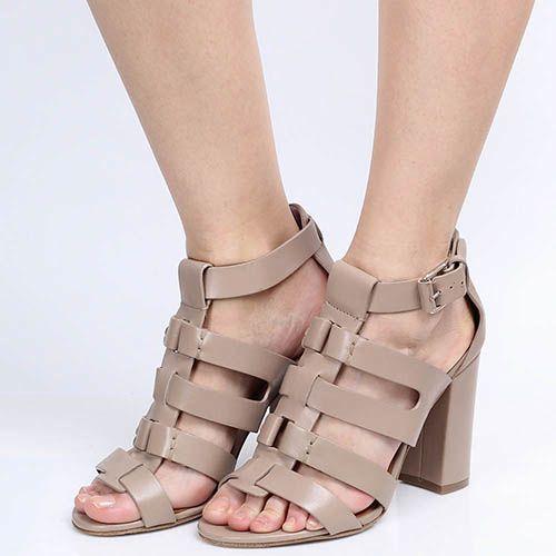 Босоножки The Seller Julie Dee из кожи пудрового цвета на устойчивом каблуке, фото