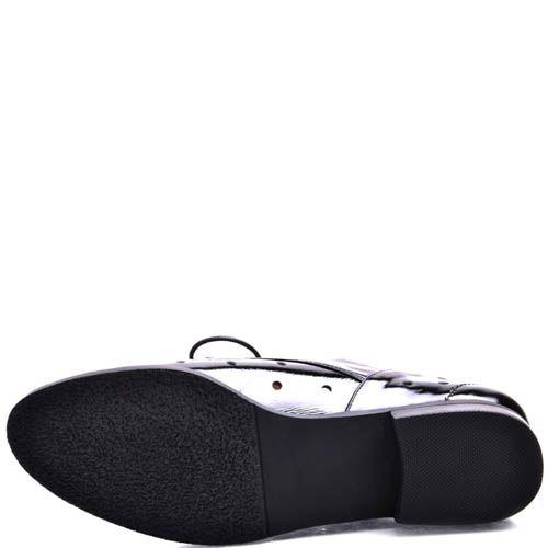Туфли Prego женские лаковые черного цвета открытые со сквозными дырочками, фото