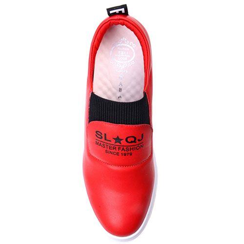 Сникерсы Prego красного цвета на скрытой танкетке, фото