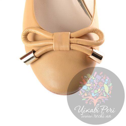 Туфли Laura Mannini кожаные бежевые на низком золотистом каблуке, фото