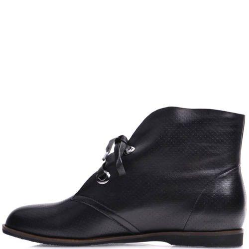 Ботинки Prego женские черного цвета в мелкую перфорацию и с кожаными шнурками, фото